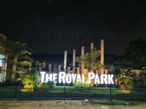 gerbang-royalpark-malam-hari.jpeg